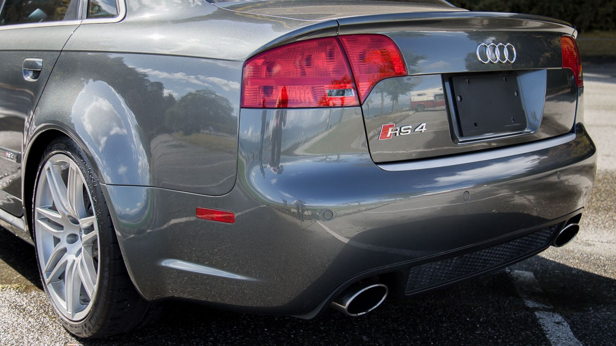 Audi RS4 Quattro full