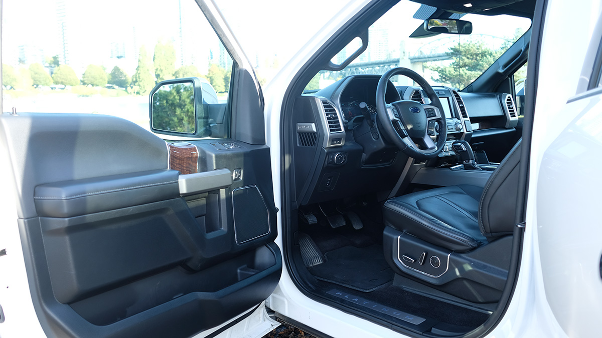 Ford F-150 Platinum full